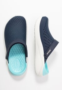 Crocs - LITERIDE RELAXED FIT  - Klapki - navy/almost white - 3