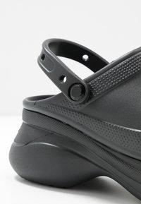 Crocs - CLASSIC BAE  - Klapki - black - 2