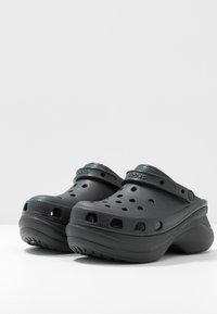 Crocs - CLASSIC BAE  - Klapki - black - 4
