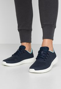Crocs - LITE RIDE PACER  - Trainers - navy/ice blue - 0