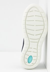 Crocs - LITE RIDE PACER  - Trainers - navy/ice blue - 6