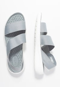 Crocs - LITERIDE STRETCH - Kapcie - light grey/white - 3