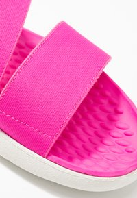 Crocs - LITERIDE STRETCH - Sandały - electric pink/almost white - 2