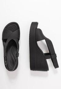 Crocs - BROOKLYN HIGH - Pantuflas - black - 3