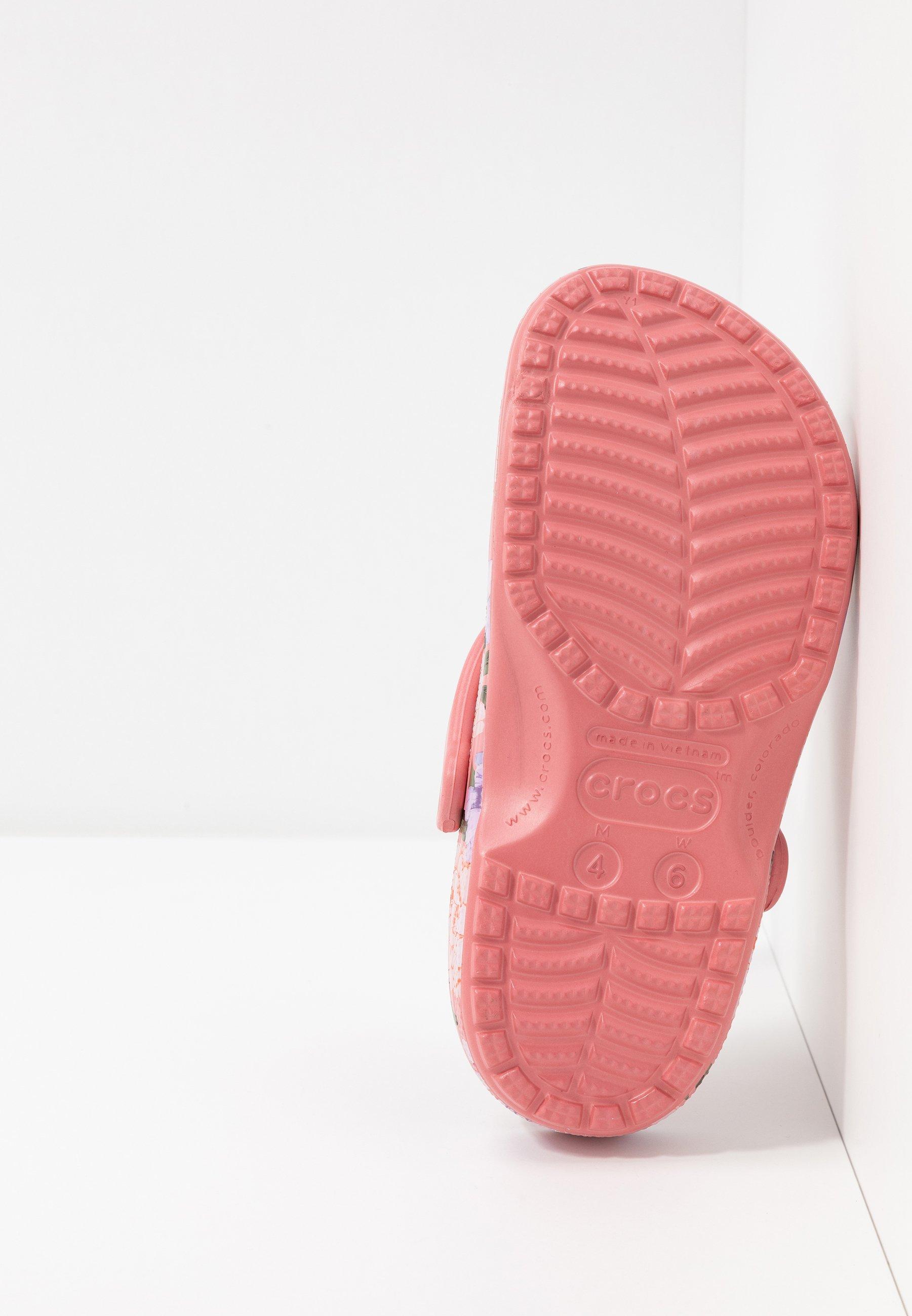 Crocs CLASSIC PRINTED FLORAL - Tofflor & inneskor - blossom