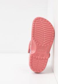Crocs - CLASSIC PRINTED FLORAL - Kapcie - blossom - 6