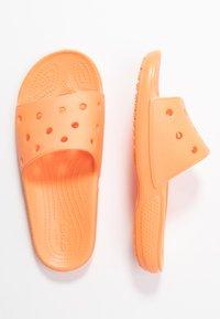 Crocs - CLASSIC SLIDE - Kapcie - cantaloupe - 3
