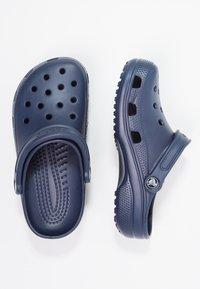Crocs - CLASSIC - Drewniaki i Chodaki - navy - 1