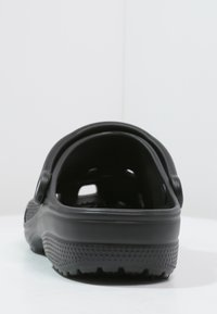 Crocs - CLASSIC - Chanclas de baño - schwarz - 3
