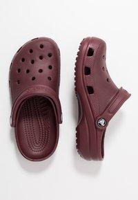 Crocs - CLASSIC - Sandały kąpielowe - burgundy - 1