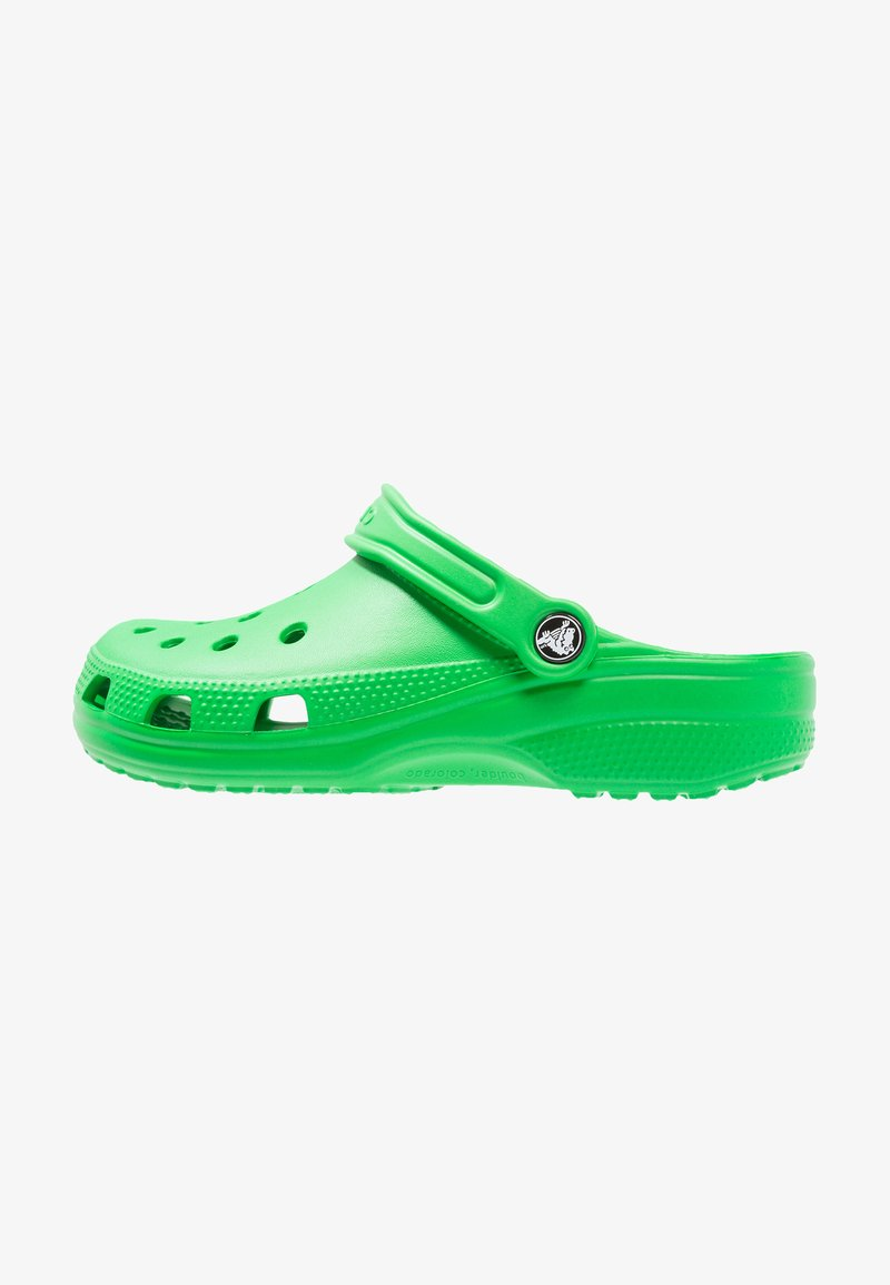 Crocs - CLASSIC UNISEX - Sandały kąpielowe - grass green