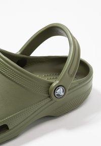 Crocs - CLASSIC - Sabots - army green - 5
