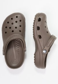 Crocs - CLASSIC - Clogs - chocolate - 1