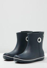 Crocs - JAUNT - Botas de agua - navy - 2