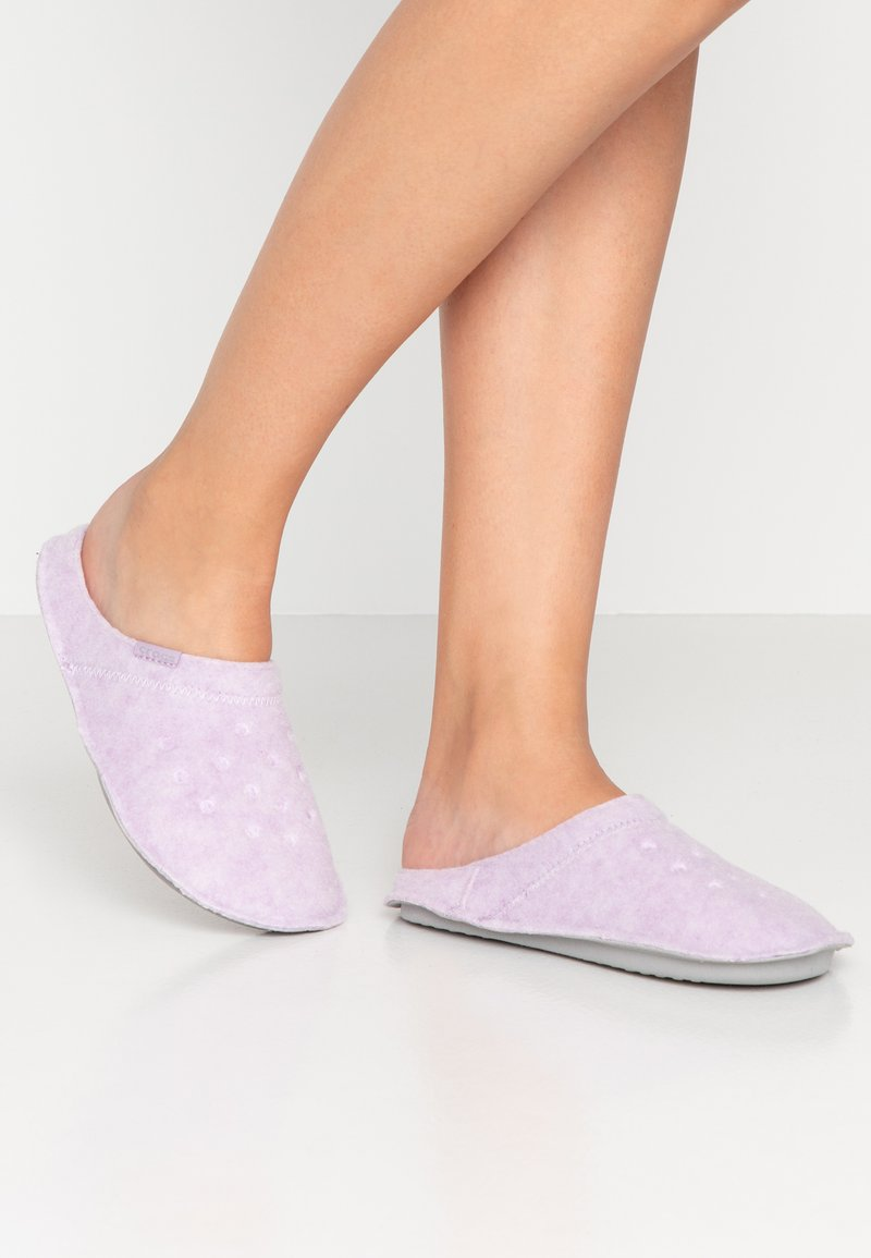 Crocs - CLASSIC - Pantuflas - lavender