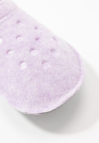 Crocs - CLASSIC - Pantuflas - lavender - 2