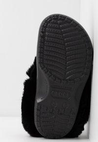Crocs - CLASSIC MAMMOTH LUXEMETALLIC  - Domácí obuv - black - 6