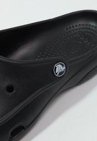 Crocs - FREESAIL - Pantoffels - black - 5