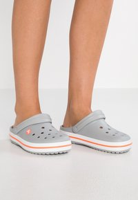 Crocs - CROCBAND - Mules - light grey/bright coral - 0