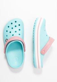 Crocs - CROCBAND - Klapki - ice blue - 3