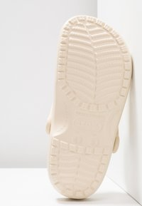 Crocs - CLASSIC - Muiltjes - winter white - 6