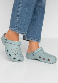 Crocs - CLASSIC - Ciabattine - dusty green - 0