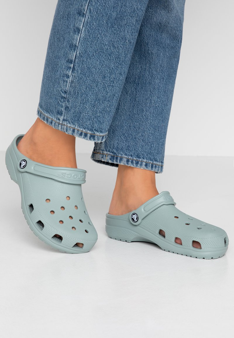 Crocs - CLASSIC - Ciabattine - dusty green