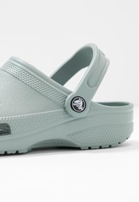 Crocs - CLASSIC - Ciabattine - dusty green - 2