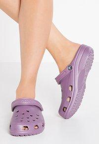 Crocs - CLASSIC - Muiltjes - lilac - 0