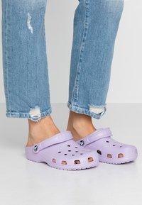 Crocs - CLASSIC - Pantoffels - lavender - 0