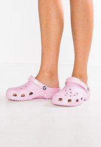 Crocs - CLASSIC - Pantofole - ballerina pink - 0