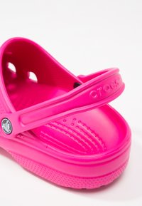 Crocs - CLASSIC - Muiltjes - candy pink - 5