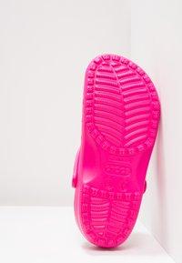Crocs - CLASSIC - Muiltjes - candy pink - 4