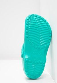 Crocs - CLASSIC - Ciabattine - tropical teal - 5