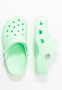 Crocs - CLASSIC - Klapki - neo mint - 3