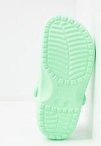 Crocs - CLASSIC - Chaussons - neo mint - 6