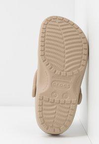 Crocs - CLASSIC - Muiltjes - cobblestone - 6