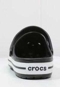 Crocs - CROCBAND UNISEX - Drewniaki i Chodaki - schwarz - 3