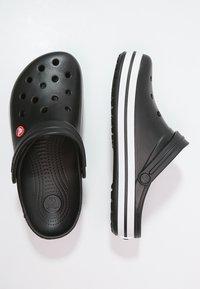 Crocs - CROCBAND UNISEX - Drewniaki i Chodaki - schwarz - 1