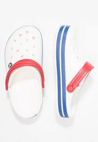 Crocs - CROCBAND - Zuecos - white/blue jean - 1