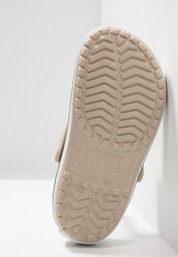 Crocs - CROCBAND - Dřeváky - cobblestone/walnut - 4