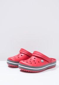Crocs - CROCBAND - Zuecos - red - 2