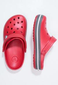 Crocs - CROCBAND - Zuecos - red - 1