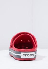 Crocs - CROCBAND - Zuecos - red - 3