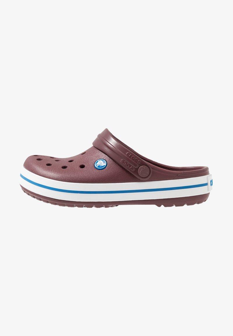 Crocs - CROCBAND UNISEX RELAXED FIT - Badesandaler - burgundy/white