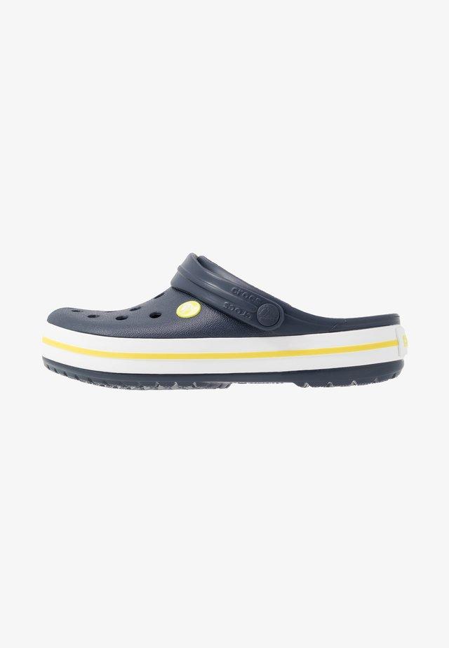 CROCBAND - Clogs - navy/citrus