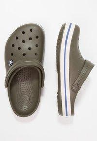 Crocs - CROCBAND - Zuecos - dark green - 1
