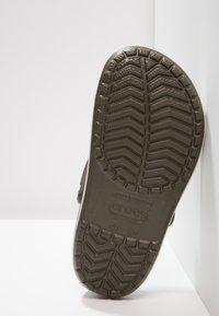 Crocs - CROCBAND - Zuecos - dark green - 4