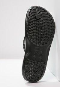Crocs - CROCBAND FLIP UNISEX - Japonki kąpielowe - black - 4
