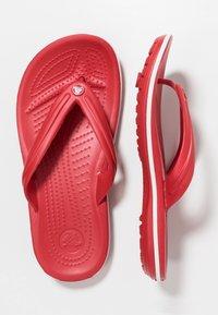 Crocs - CROCBAND FLIP - Chanclas de dedo - pepper/white - 1